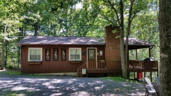 Country Time rental home at Berkeley Springs Cottage Rentals in Berkeley Springs West Virginia